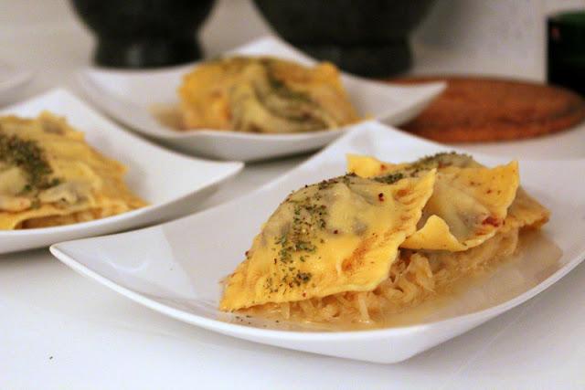 Ravioli mit Blutwurst-Apfel-Füllung auf Ofen-Sauerkraut| Arthurs Tochter kocht. Der Blog für Food, Wine, Travel & Love von Astrid Paul