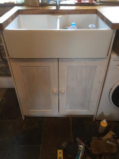 Kitchen cabinet and belfast sink