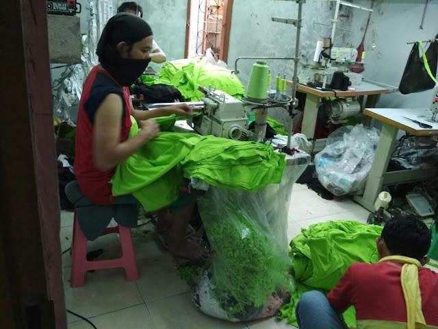 Jahit Kaos Premium Berkualitas di Konveksi Kaos Bandung