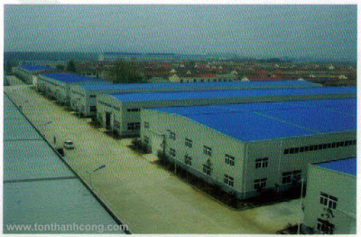 Tôn Nhựa Kháng Ăn Mòn, Chống Hóa Chất PVC - Mái che nhà xưởng nhìn từ bên ngoài