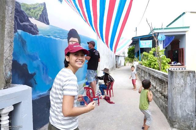 Con đường bảy sắc đầu tiên ở Việt Nam được nhóm họa sĩ hoàn thành trong đêm.