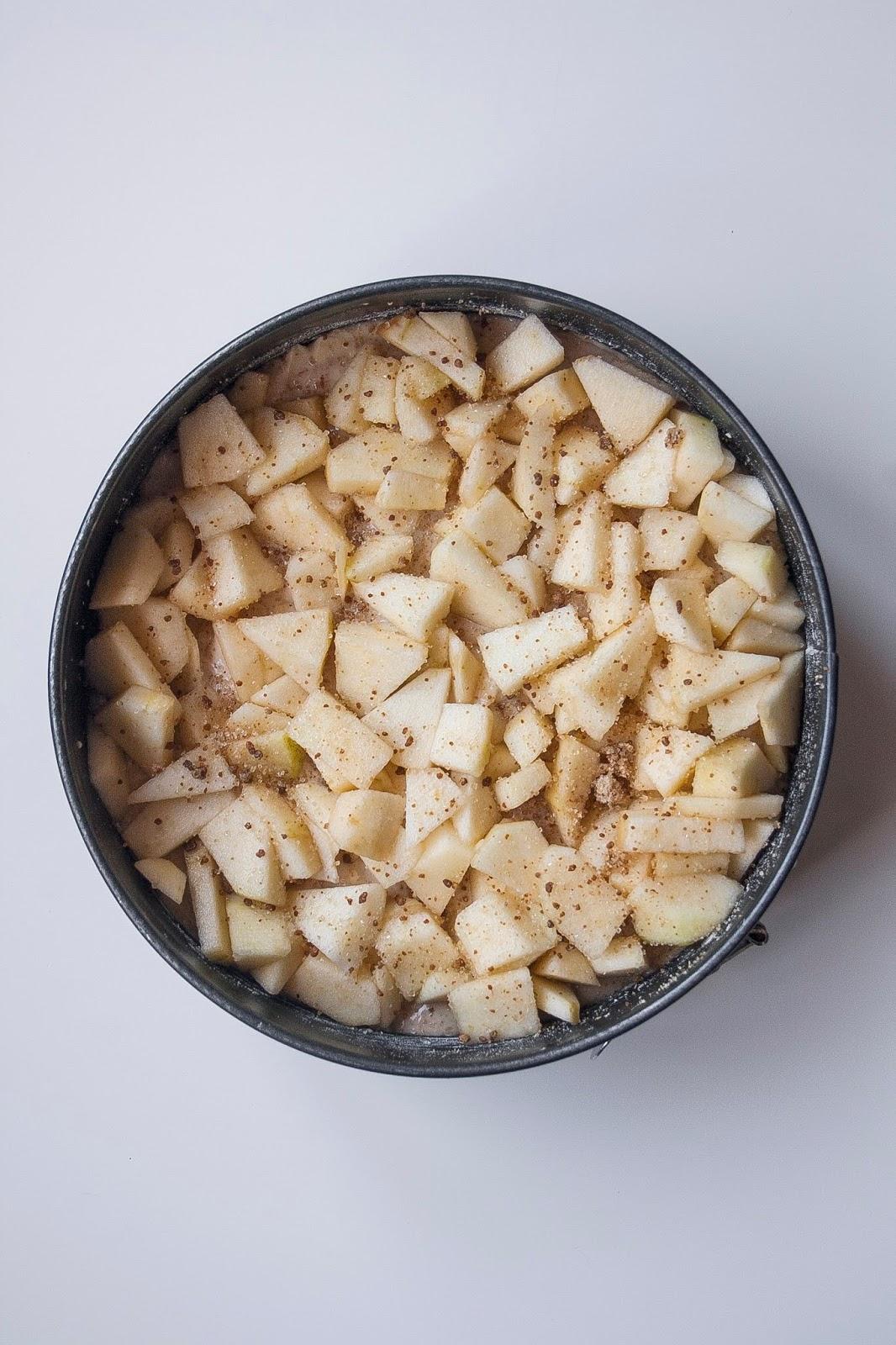 Step per la torta di mele light senza burro e senza uova