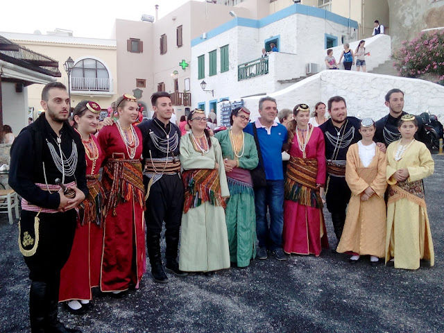 Χόρεψαν Ποντιακά στις γειτονιές του Μάρκου Βαμβακάρη