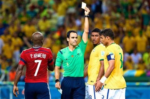 Thẻ vàng khiến Silva bị cấm thi đấu một trận.