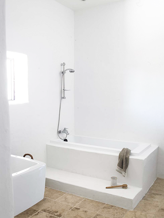 Gorgeous minimalistic country bathroom by Blakstad