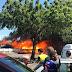 Incêndio atinge embarcação em frente à Feira da Banana na Manaus Moderna