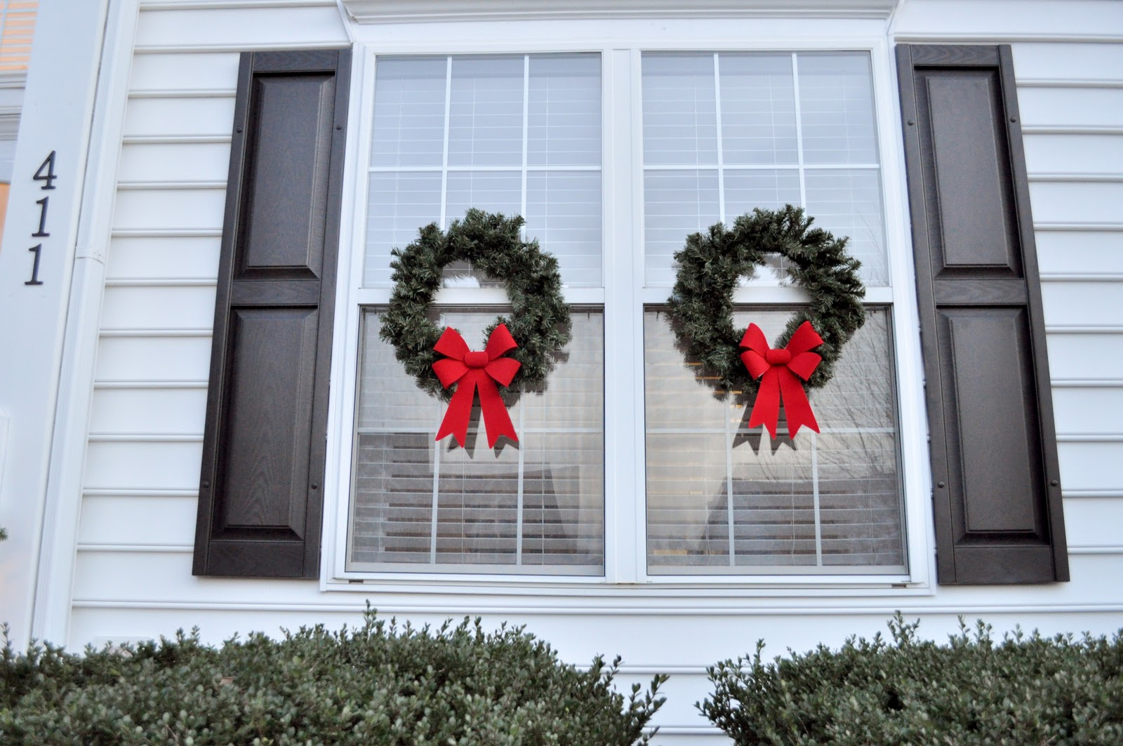 Decorating Windows With Wreaths