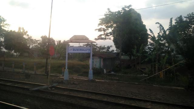 Stasiun Bumiwaluya