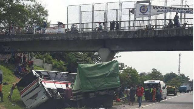 Ini Penyebab Tol Jakarta- Cikampek Macet Parah