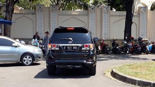 Roy Suryo Kabur Ketakutan Buru Buru Pulang & Lompat Ke Mobil Usai Hadiri HUT PD di Rumah SBY