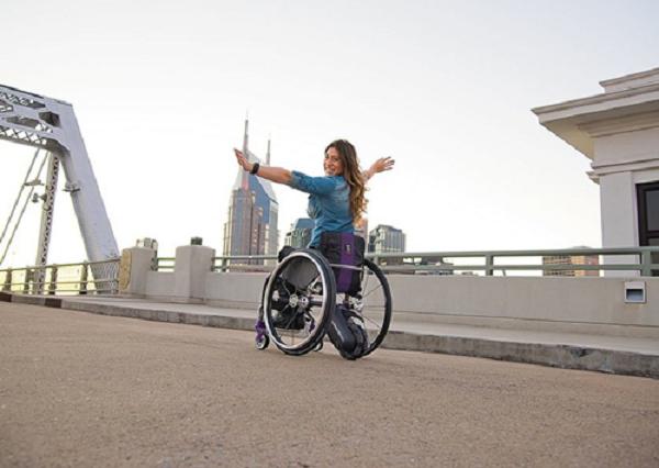 xe lăn điện thể thao cho người khuyết tật