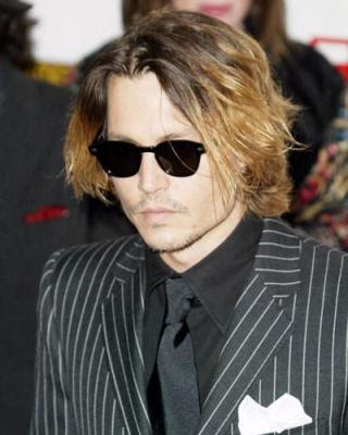 Johnny Depp in Lemtosh nero