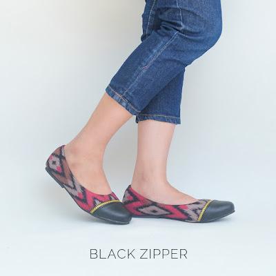 Sepatu Etnik Black Zipper