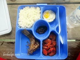 Makan siang di Pulau Kakaban