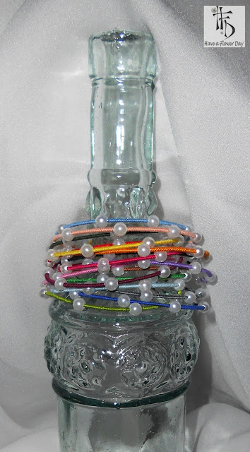 RAINBOW. Pulseras forradas con hilo y perlas / Bracelets wrapped with thread and pearls