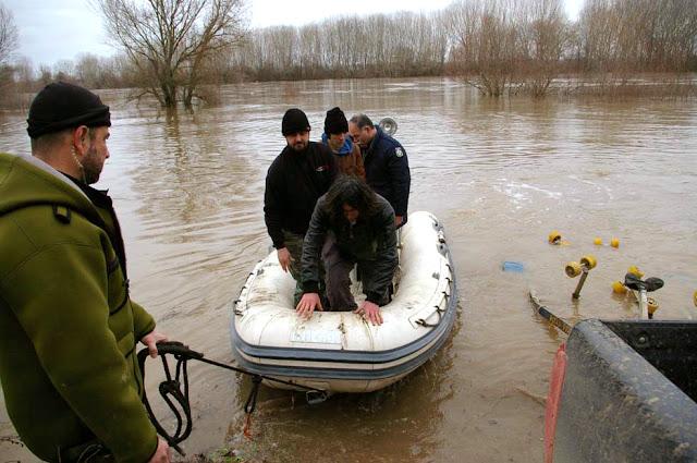 Διακινητής στον Έβρο μετέφερε με πλαστική βάρκα 4 μετανάστες ...