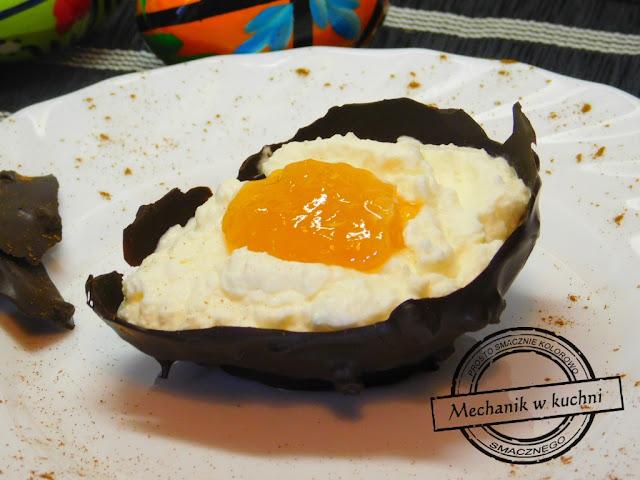 Jaja pisanki pomysł jak zrobić pisankę na święta Wielkanocne deser z czekolady mascarpone i konfitury zajączek lany poniedziałek gorzka czekolada dessert eegs malowanie pisanek rzeżucha prezent od zajączka na zajączka wiosna