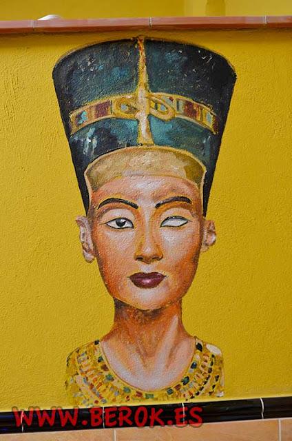 Pintores de murales egipcios en Barcelona