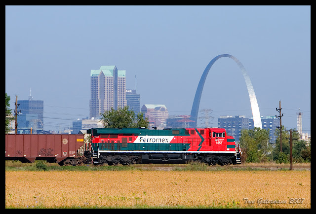 Ferromex (FXE) 4655  - UP Chester Subdivision - Gateway Arch