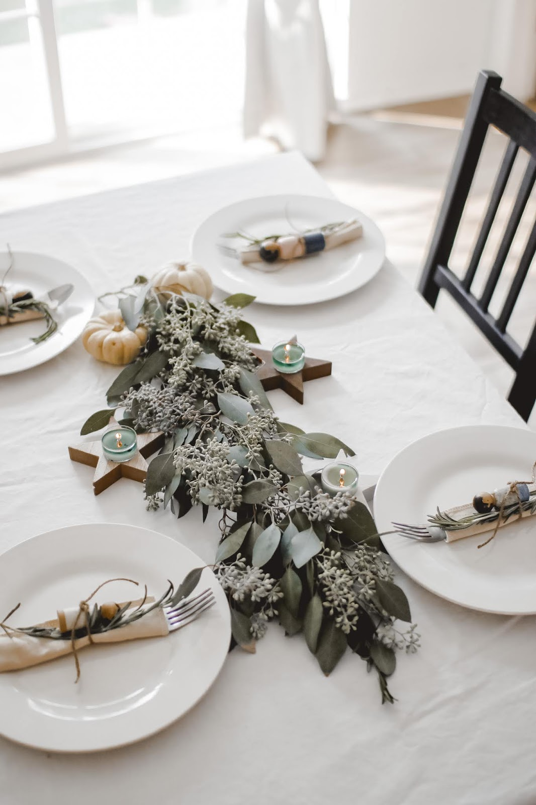 A minimal tablescape for small gatherings