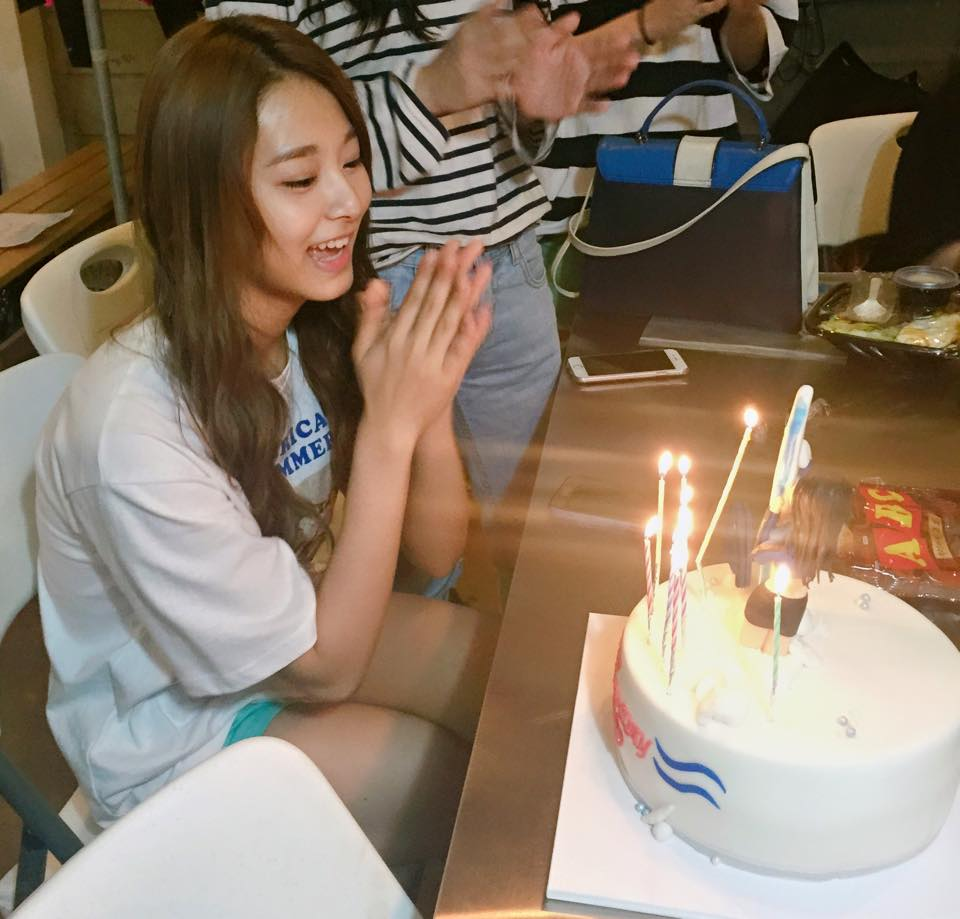Tzuyu Poses With Her Birthday Cake Daily K Pop News