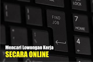 mencarai lowongan kerja secara online