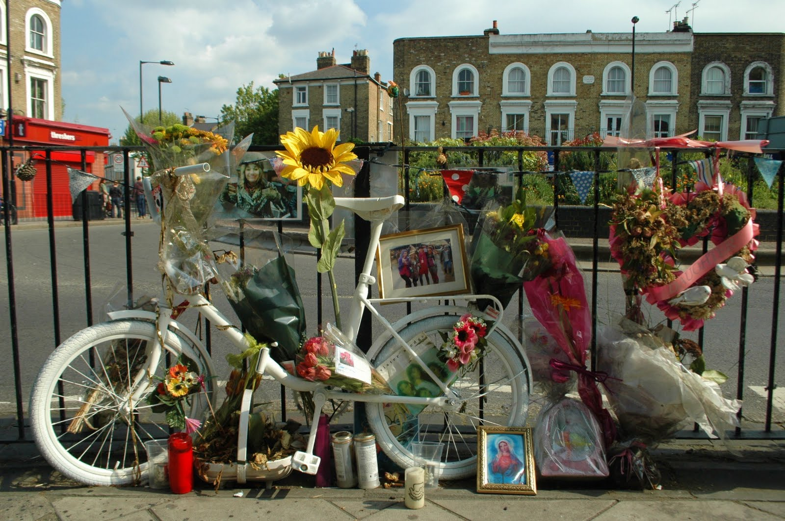 Cyclists   In remembrance | Two wheels and beyond
