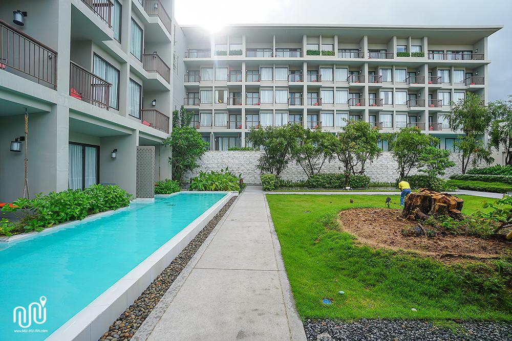 Proud Phuket (พราว ภูเก็ต) โรงแรมใกล้สนามบินภูเก็ต