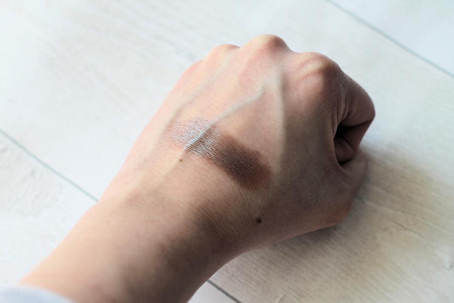 Phee's Makeup Shop Polilla Eyeshadow Swatch