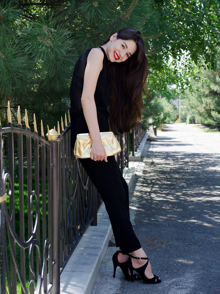 fashionblogger_streetstyle_jumpsuit_red_lips_high_heels