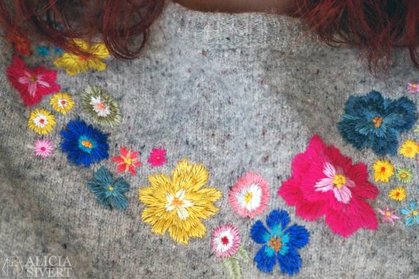 Embroidered flowers on sweater, by Alicia Sivertsson. aliciasivert alicia sivert embroidery broderi brodera blommor blomma på tröja stickad ylletröja skapa skapande kreativitet diy kläder klädesplagg plagg clothes embroidery needlework flower flowers hand embroidery handbroderi creativity create make floral