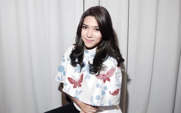 isyana sarasvati musisi terkenal populer wanita cantik indonesia