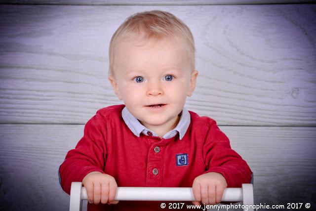 portrait enfant blond yeux bleus