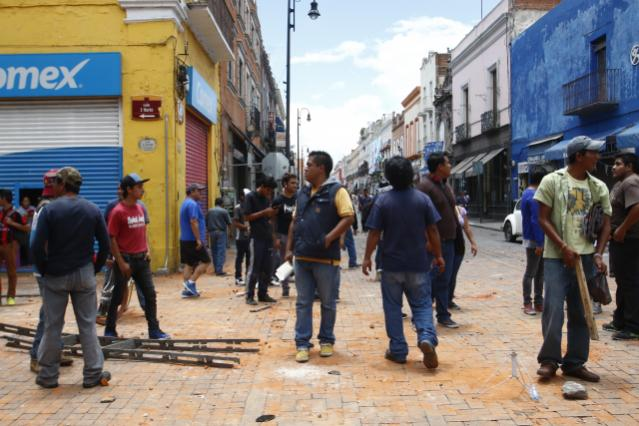 Enfrentamiento de ambulantes y policías