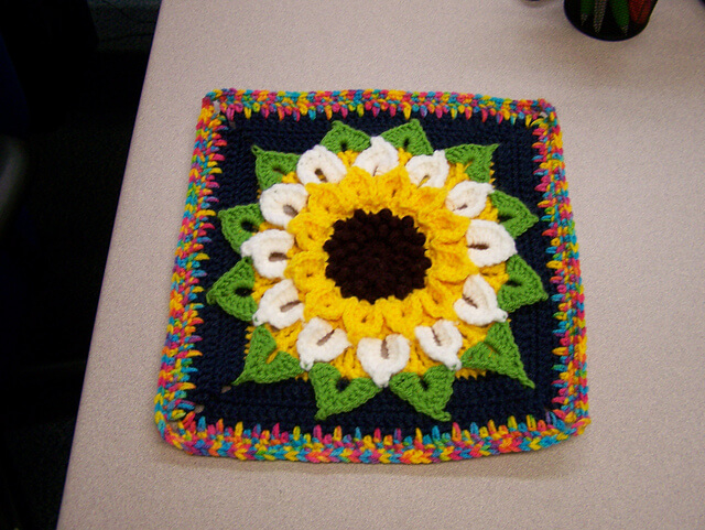 ► How to Crochet a Granny Square