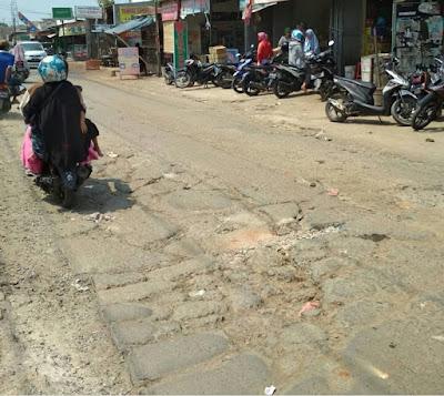 Jalan Tak Kunjung Diperbaiki, Warga Tuntut Janji Camat Babelan