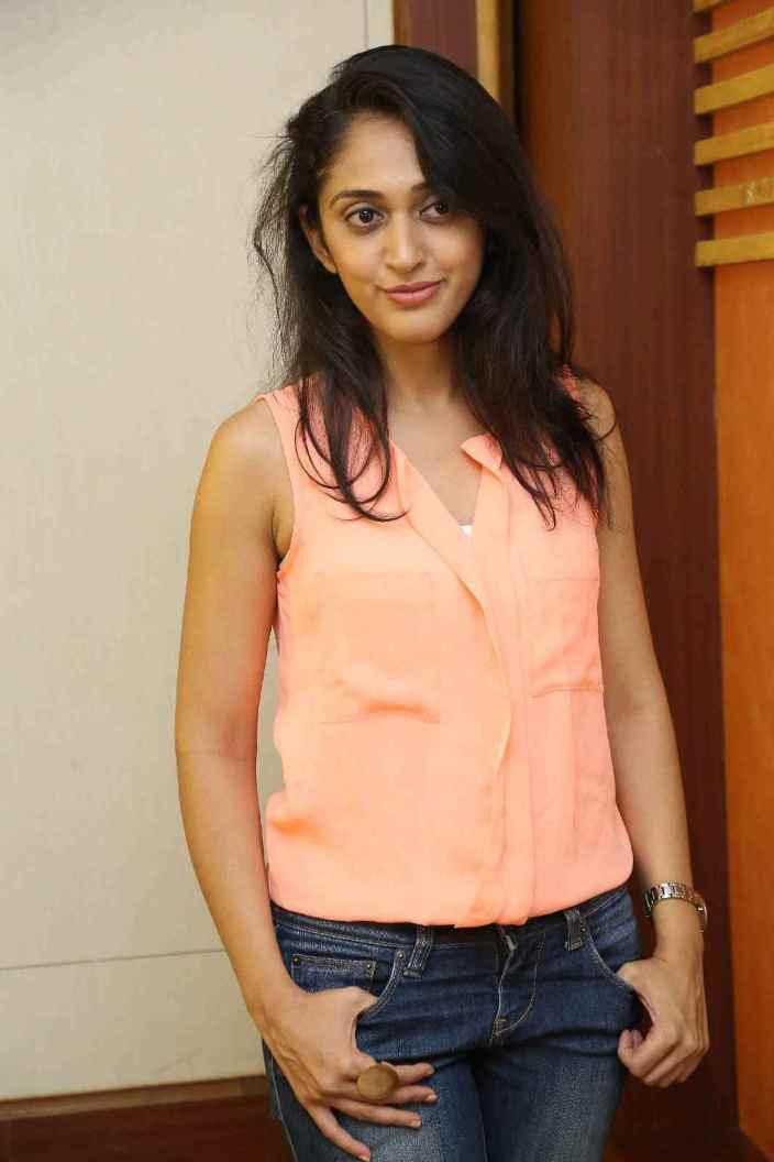 Beautiful Telugu Girl Nidhi Long Hair Photos In Pink top Jeans