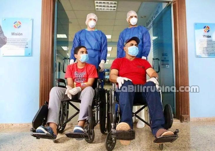 Video   Padre e hijo entre primeros pacientes curados de coronavirus en RD