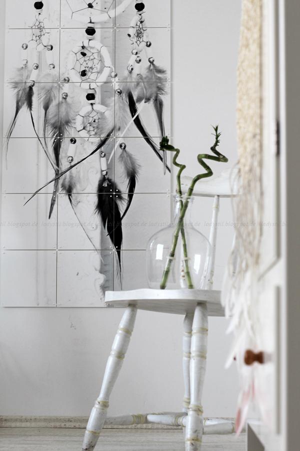 Wanddekoration mit IXXIdesign, originelle Bilder zum Selbergestalten, Schlafzimmer einrichten mit stylischen Fotos für die Wand, Traumfänger, alter Stuhl mit Ballonvase und Bambus