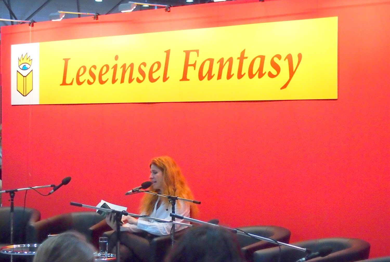 """die österreichische Autorin Ursula Poznanski liest aus ihrem neuen Buch """"Layers"""""""