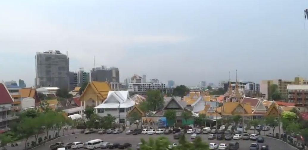Εναέριος Σιδηρόδρομος της Μπανγκόκ Ekkamai στο Phra Khanong (VIDEO)