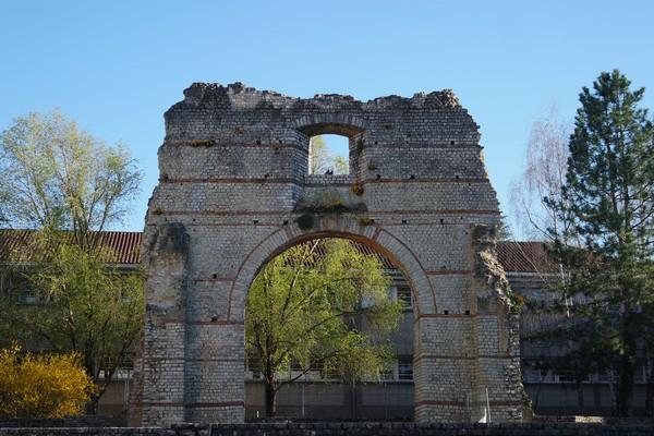 cahors vestiges romains arc diane antiquité
