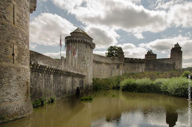 Fougeres castillo pueblos encanto Bretaña que ver
