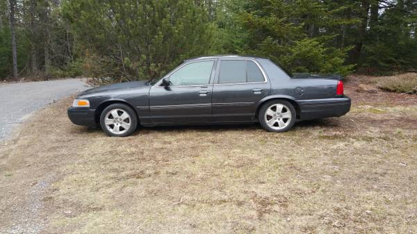 Find This 2004 Ford Crown Victoria For In Keene Nh 4 400 Via Craigslist