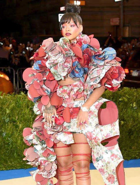 Faded-Windmills-blog-new post- Met Gala 2017- Costume Institute- Exhibition-Comme Des Garcons-Rei-Kawakubo-Avant garde- in-between-New York-fashion-beauty-contemporary-art-influential-Met ball-imbalance-sculptural-pushing boundaries-