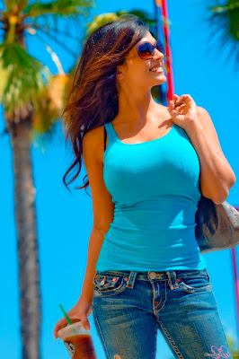 2017 Latest HD pictures of Denise Milani in blue