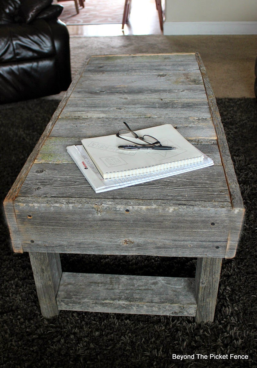 Beyond The Picket Fence, barn wood table, reclaimed wood, salvaged furniture, http://bec4-beyondthepicketfence.blogspot.com/2015/02/barn-wood-coffee-table-and-change.html