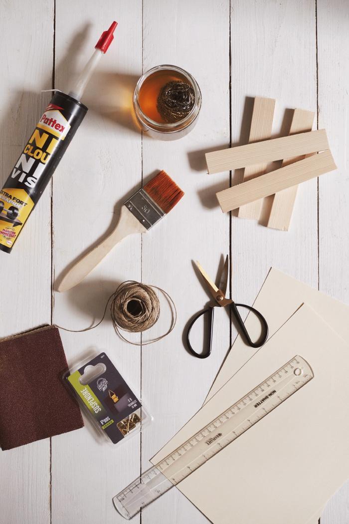 Matériel pour un do-it-yourself pour créer un porte-affiche en bois
