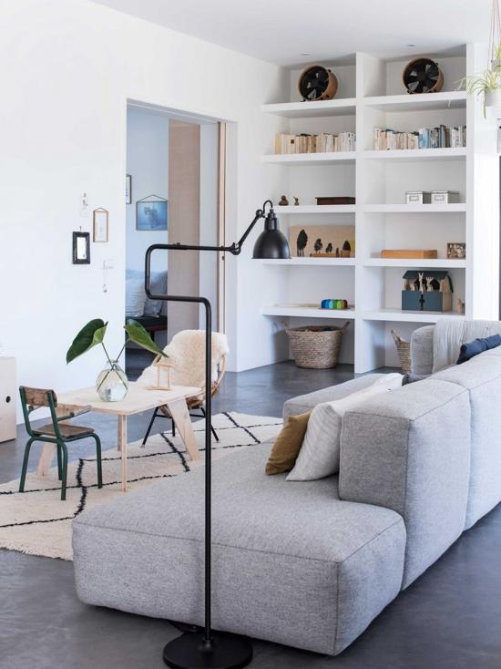 sofa gris de lineas rectas