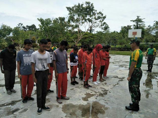 Meriahkan HUT Kota Jayapura, Satgas Yonif PR 328 Kostrad Latih Siswa-Siswi SMAN 6 Skouw